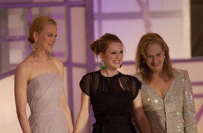 http://images.fanpop.com/images/image_uploads/2003-Golden-Globes-meryl-streep-154963_420_274.jpg