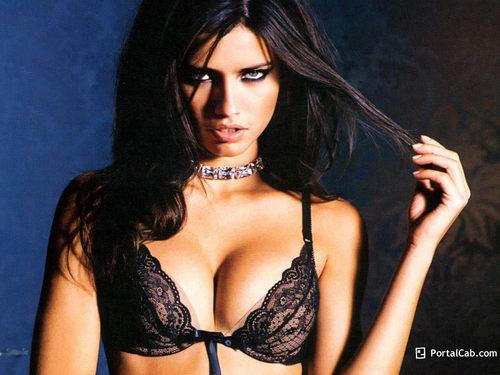 Adriana <33