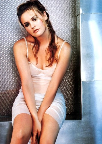 Alicia silverstone skinny dipping