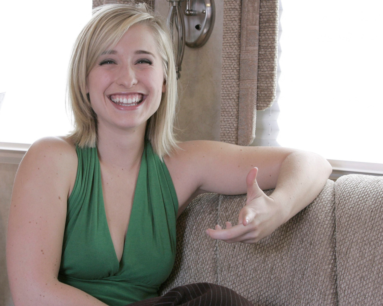 Allison Mack Net Worth