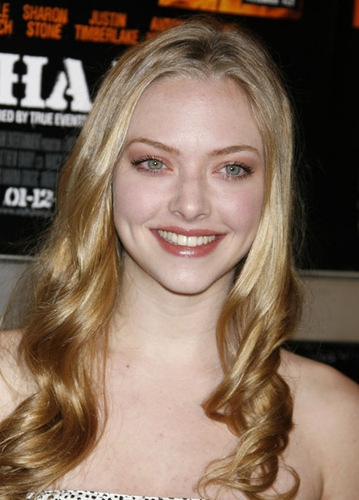 amanda seyfried wallpaper titled Alpha Dog Premiere