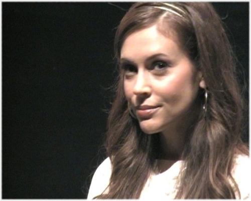 Alyssa Blue 시간 premiere