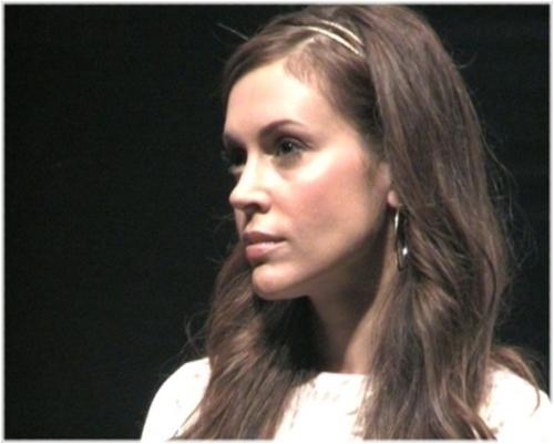 Alyssa Blue Stunde premiere