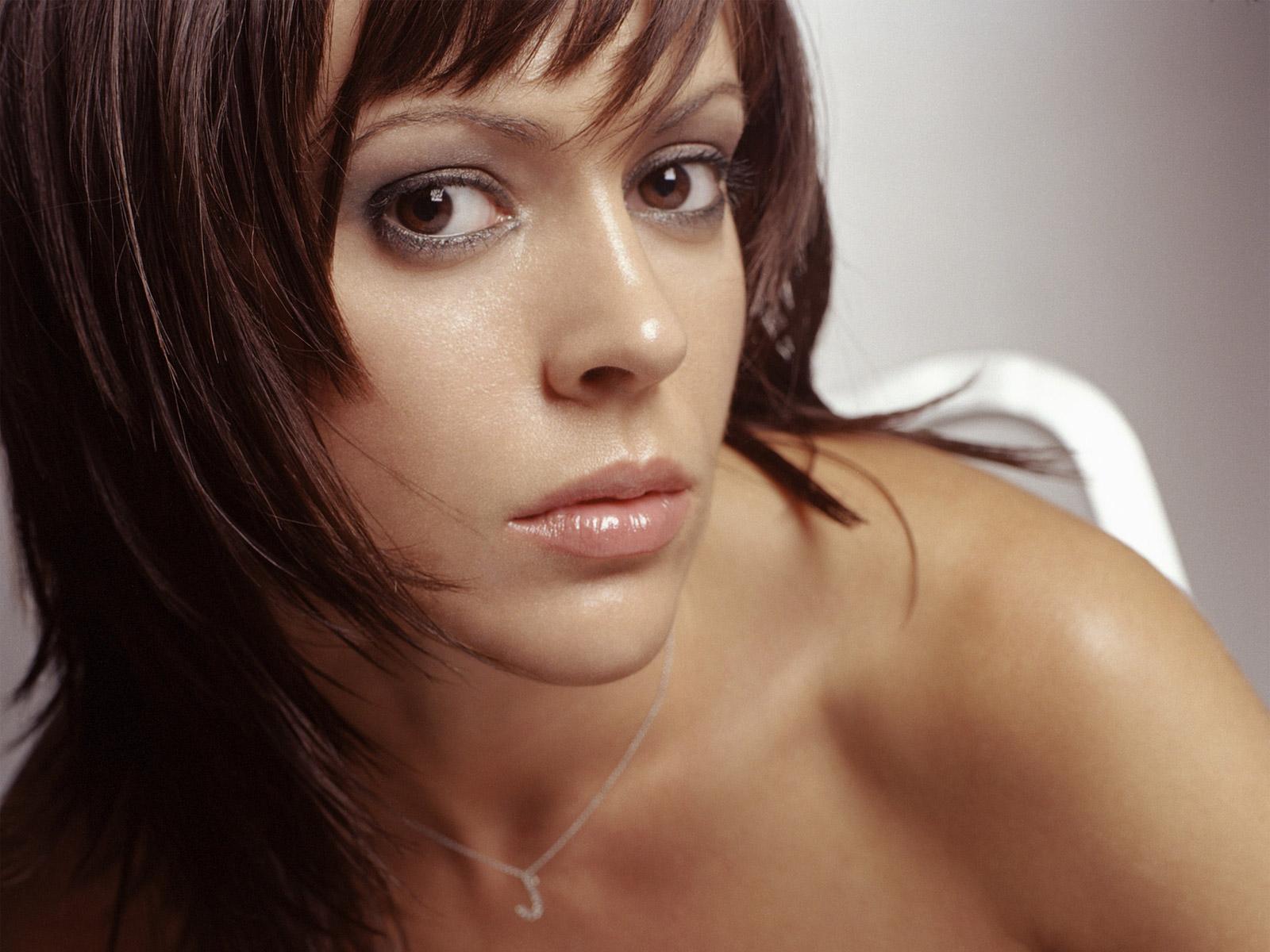 Alyssa Milano Charmed Hot