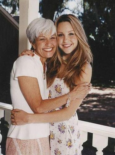 Amanda Bynes and her Mom (cute