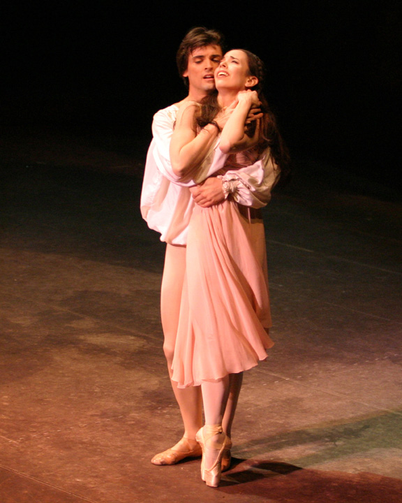 essay on jazz dance Compare and contrast of classical ballet and modern dance essay stood against the test of time but have influenced the development of other various styles of dance is none other than classical ballet and modern dance.