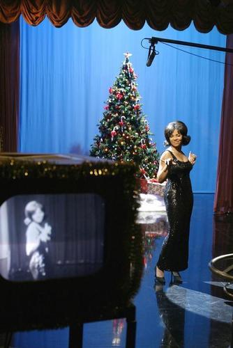 Ashanti as Dionne Warwick