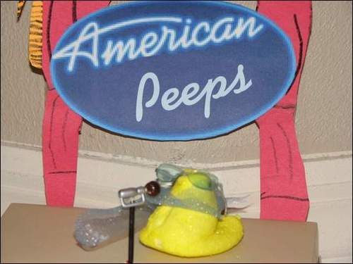 marshmallow Peeps karatasi la kupamba ukuta entitled American Peeps