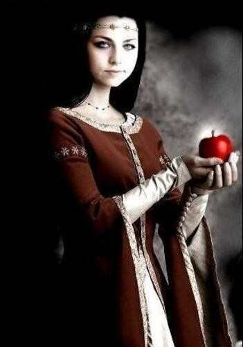 Snow White queen