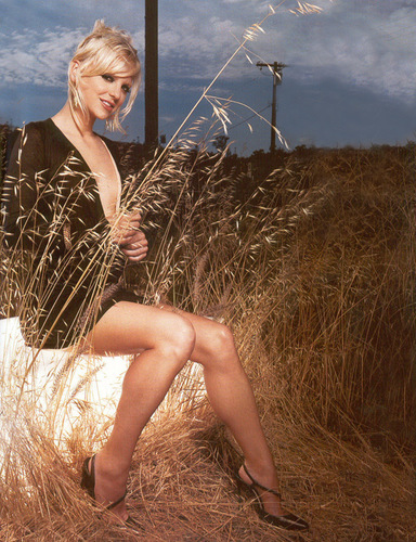Anna Faris in Mean Mag