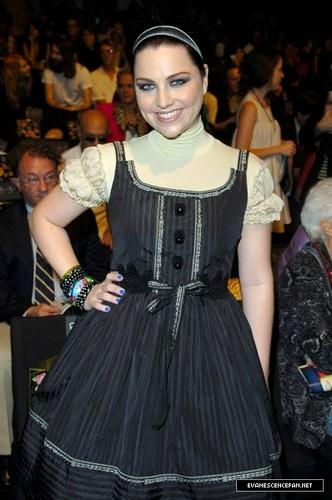 Anna Sui Fashion 表示する