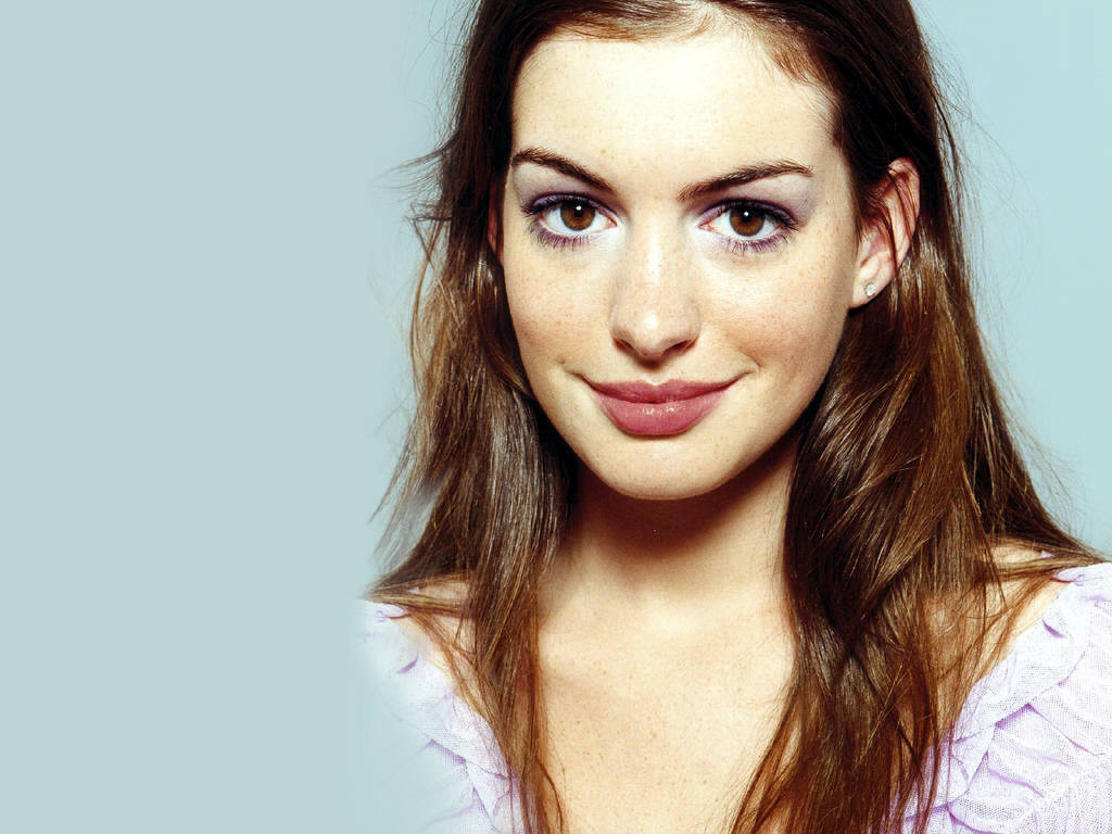 Anne Hathaway download wallpaper