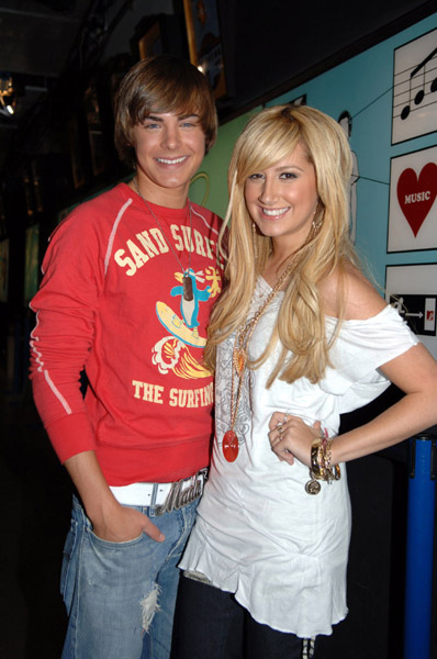 who is freddie from icarly dating