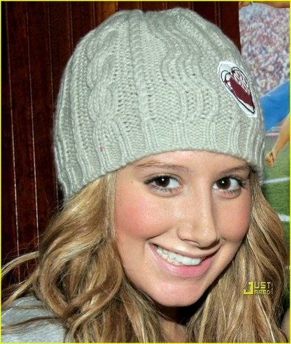 Ashley Tisdale Hintergrund titled Ashley Tisdale