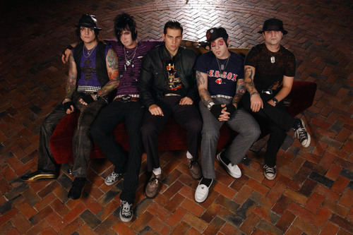 Avenged Sevenfold on the divano