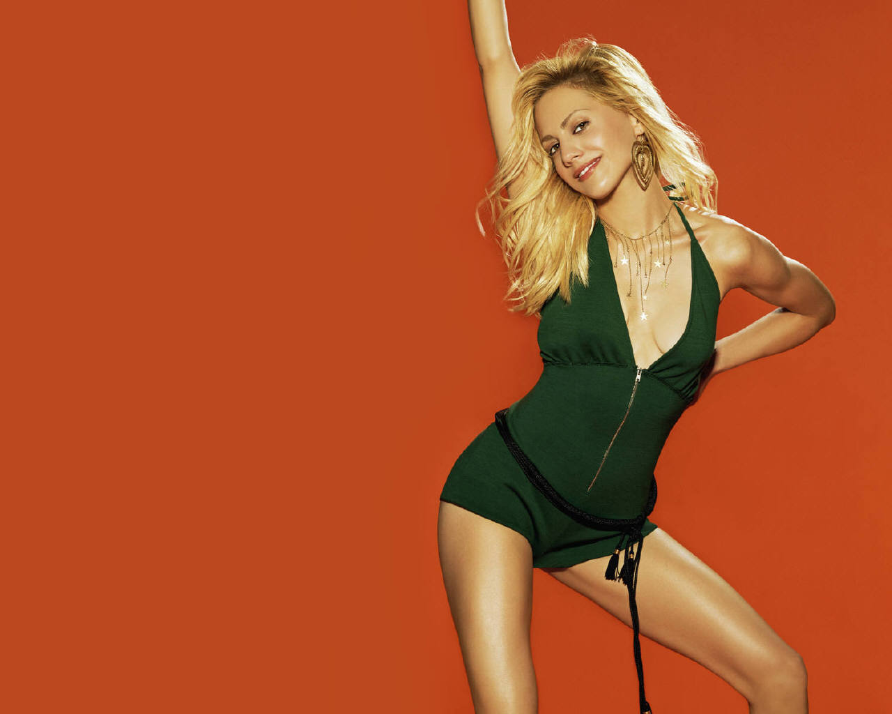 http://images.fanpop.com/images/image_uploads/Brittany-Murphy-brittany-murphy-141252_1280_1024.jpg