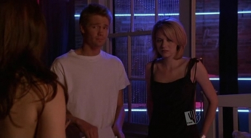 Leyton vs. Brucas karatasi la kupamba ukuta entitled Brooke, Peyton and Lucas