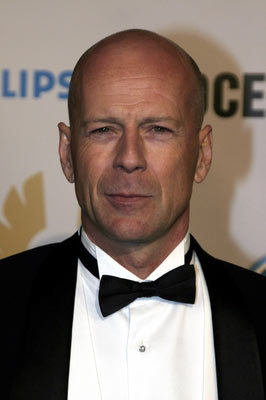 Bruce Willis wallpaper called Bruce Willis wearing a bow tie