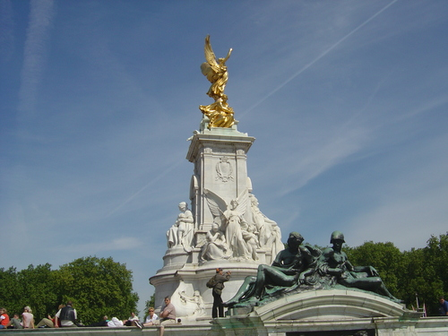 Buckingham Palace - london Wallpaper