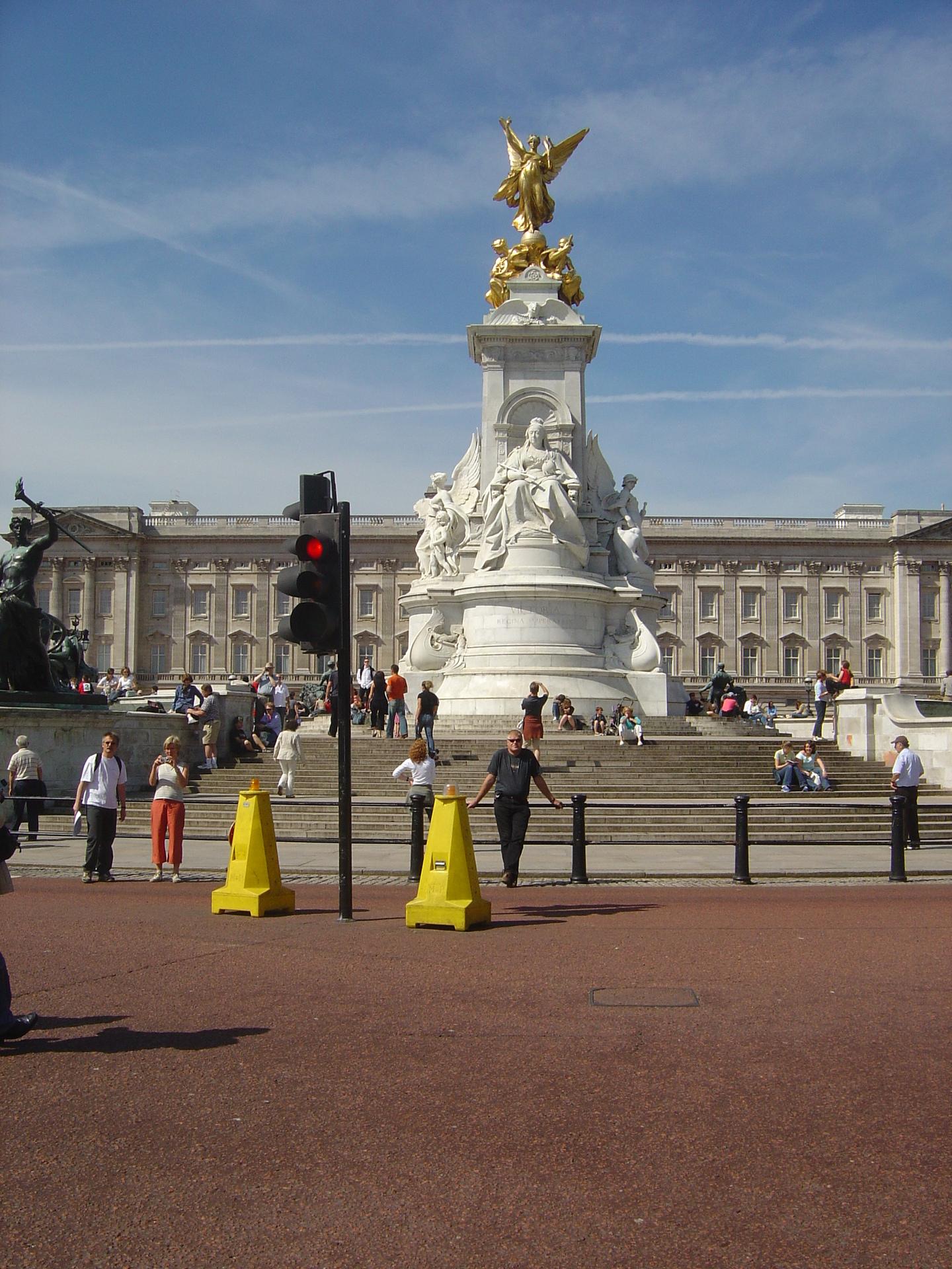 Buckingham Palace - London Photo (540405) - Fanpop