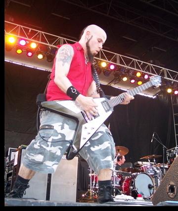 C.J Pierce - guitar, gitaa