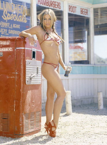 Carmen Electra drinks Coca Cola