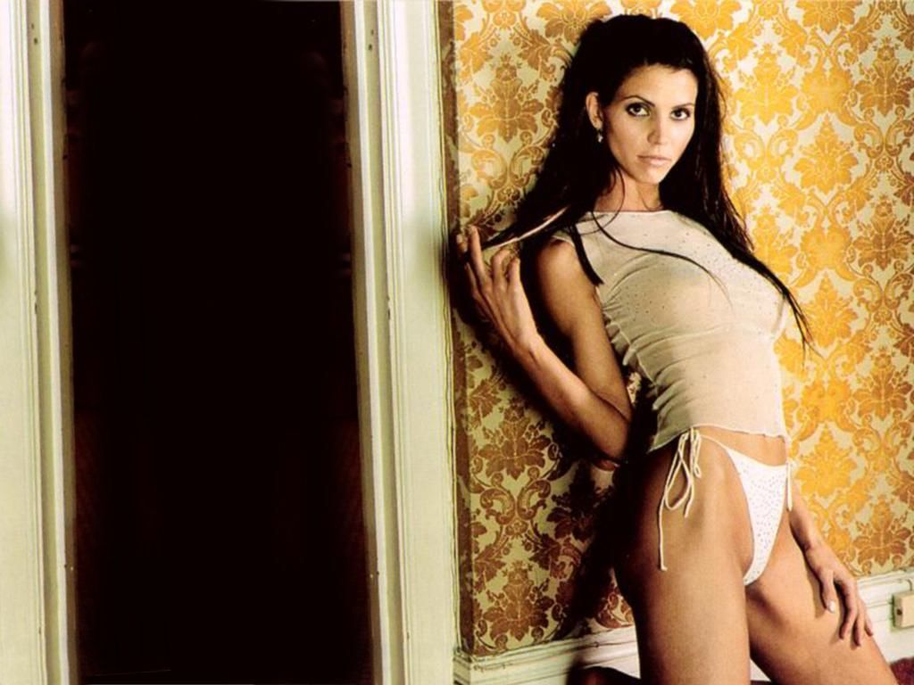 Charisma carpenter nude playboy fotos gratis