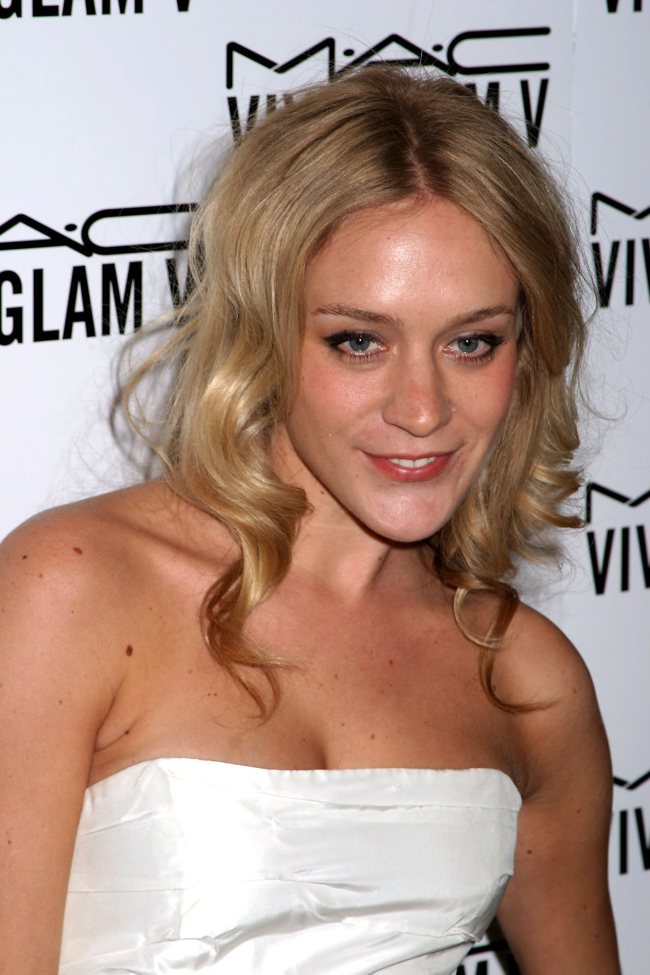 The 43-year old daughter of father H. David Sevigny and mother Janine Malinowski, 173 cm tall Chloë Sevigny in 2018 photo