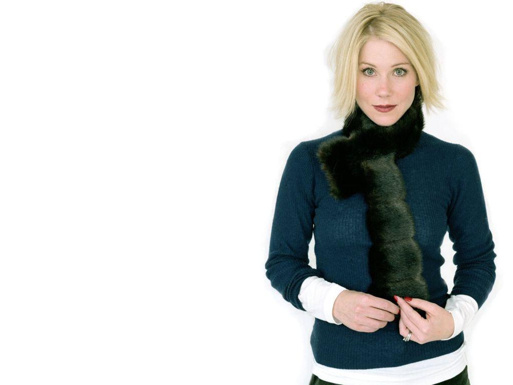 http://images.fanpop.com/images/image_uploads/Christina-christina-applegate-263011_1024_768.jpg