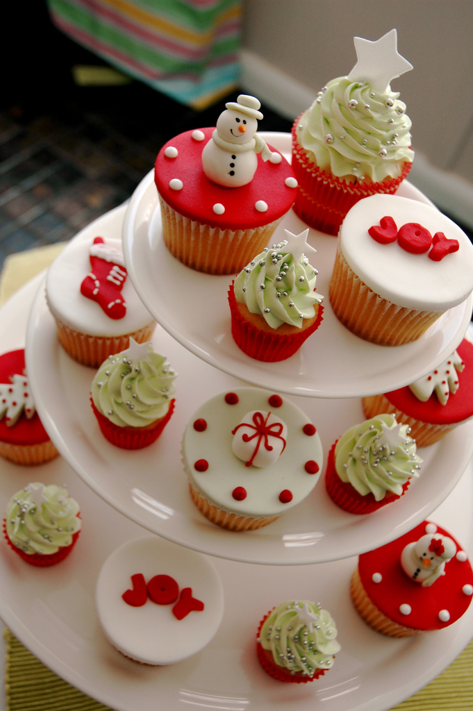 http://images.fanpop.com/images/image_uploads/Christmas--cupcakes-460391_681_1024.jpg