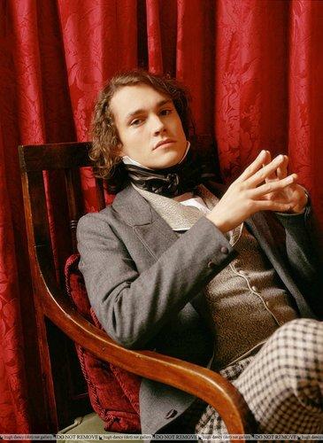 Hugh Dancy Hintergrund titled David Copperfield 2