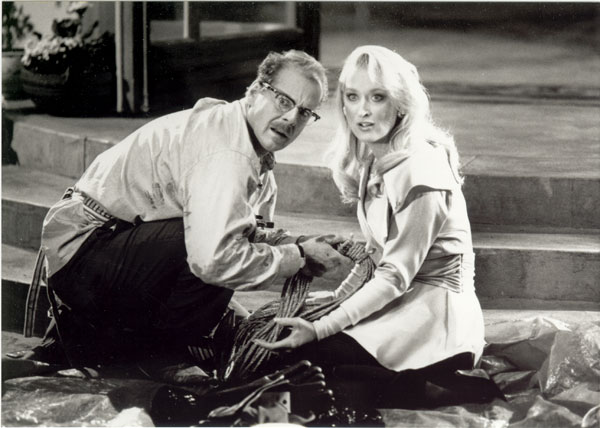 http://images.fanpop.com/images/image_uploads/Death-Becomes-Her-meryl-streep-154709_600_428.jpg