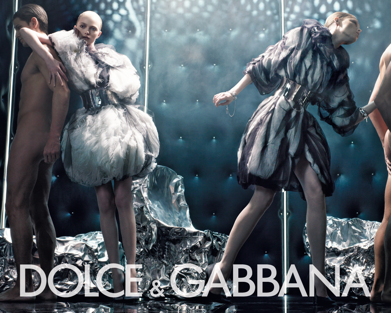 Passion For Fashion Dolce & Gabbana / Wallpaper