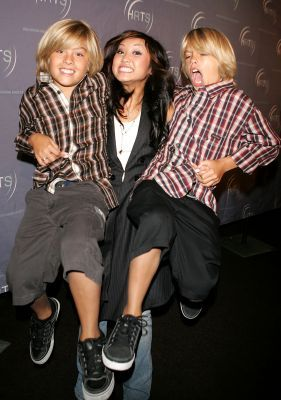 Dylan & Cole & Brenda - the-sprouse-brothers Photo