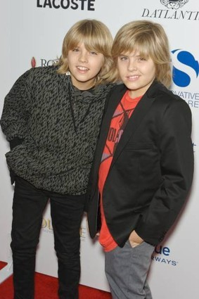 Dylan &amp; Cole - the-sprouse-brothers Photo