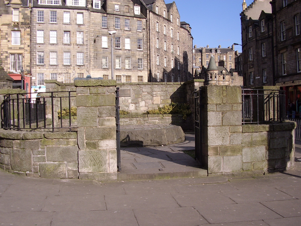 Edinburgh scotland travel photo 467079 fanpop for Travel to edinburgh scotland