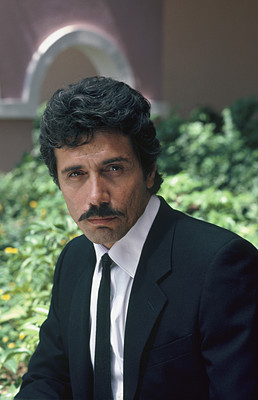 Edward James Olmos/Lt.Castillo