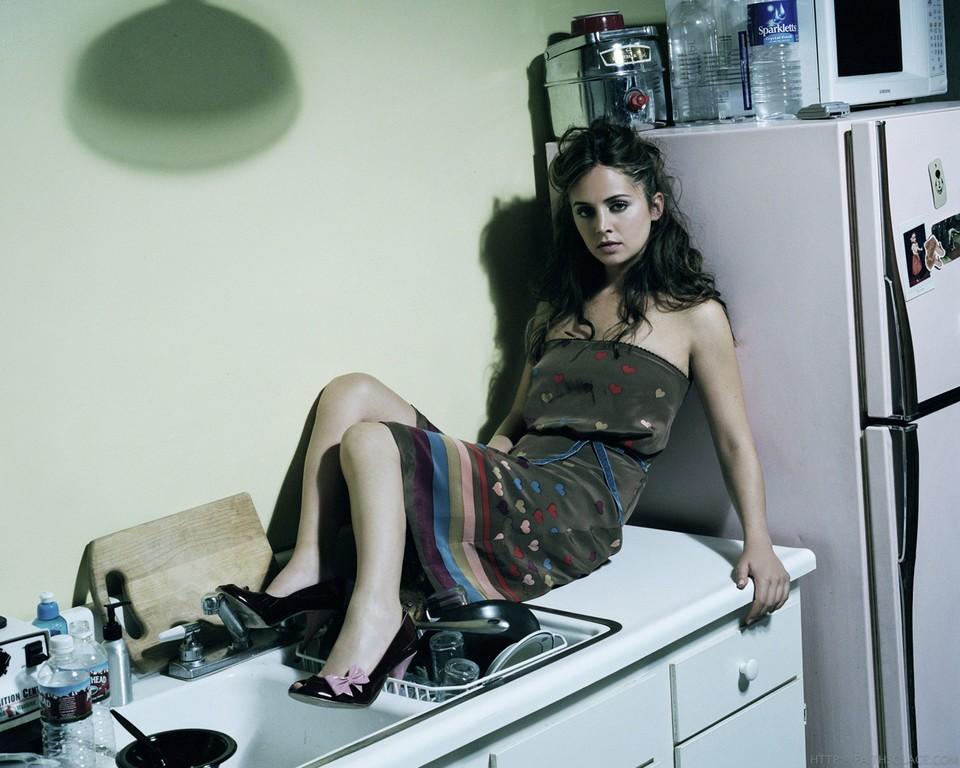 http://images.fanpop.com/images/image_uploads/Eliza-eliza-dushku-462737_960_768.jpg