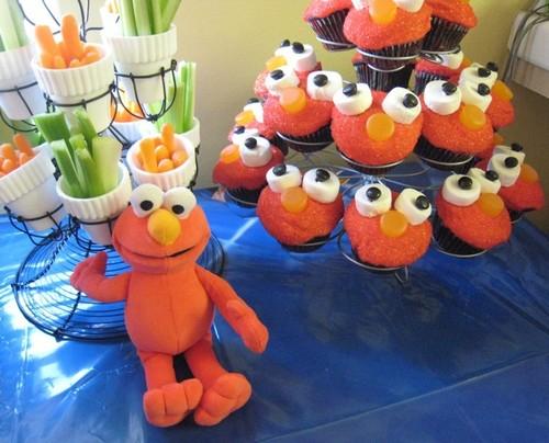 Cupcakes wallpaper called Elmo Cupcakes