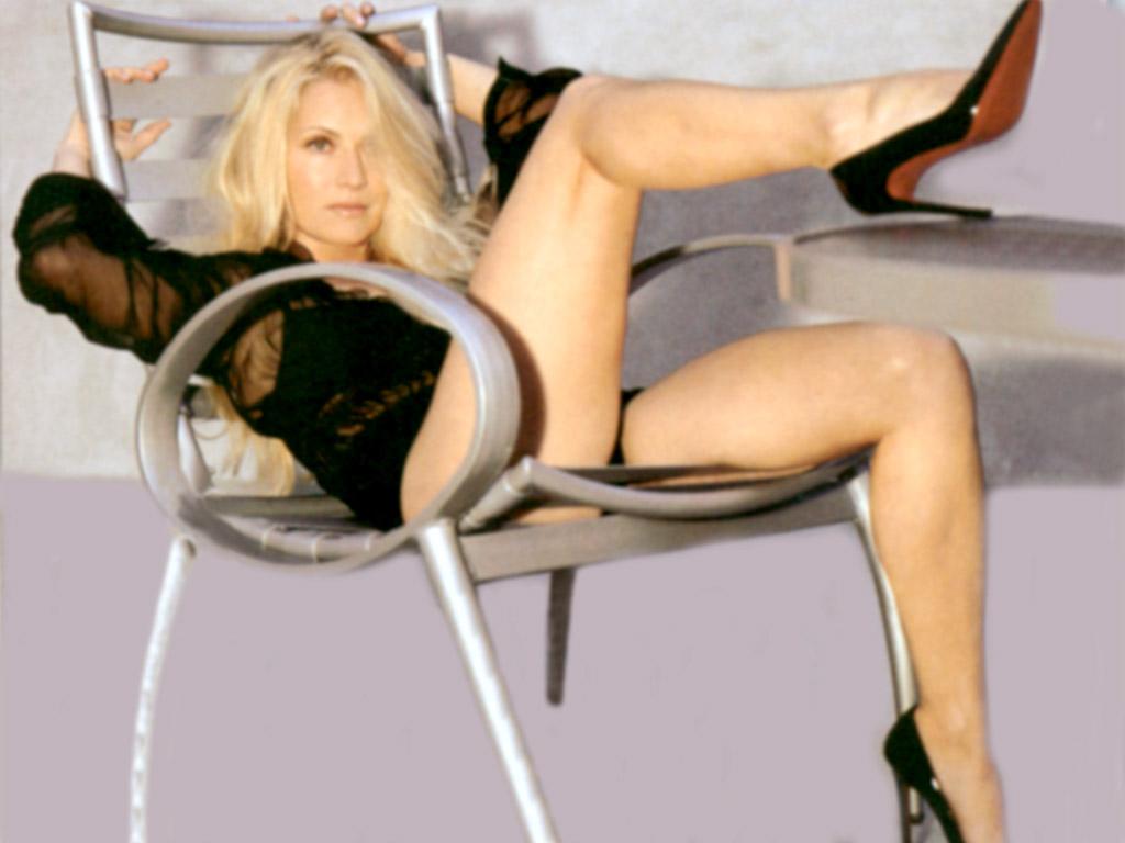 Emily Proctor Bikini Pics