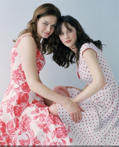Emily and Zooey Deschanel - deschanel Photo