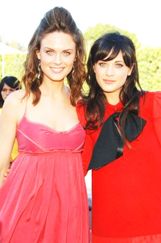 Emily and zooey deschanel on bones