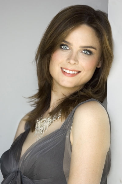 Emily Deschanel No Makeup