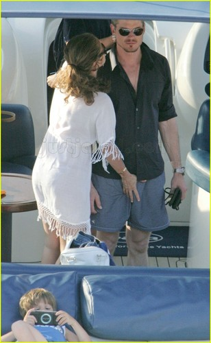 Eric Dane on boot w/wife