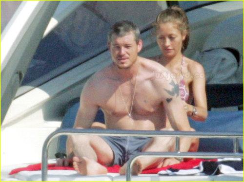 Eric Dane on perahu w/wife