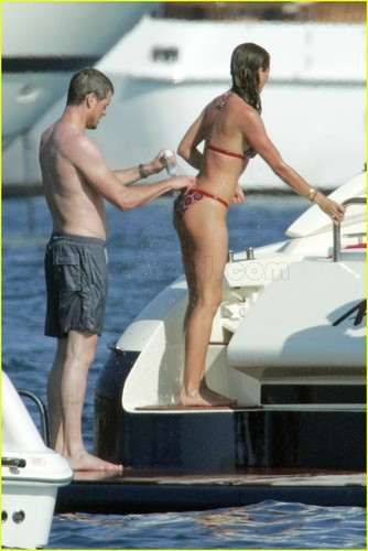 Eric Dane on bateau w/wife