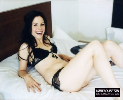 Mary-Louise Parker wolpeyper entitled Esquire Magazine