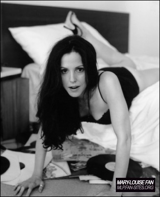 [Image: Esquire-Magazine-mary-louise-parker-651239_326_400.jpg]