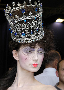 Fall 2004 Couture: Backstage