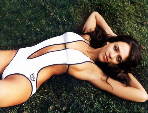 Jessica Alba wolpeyper called GQ June 2007